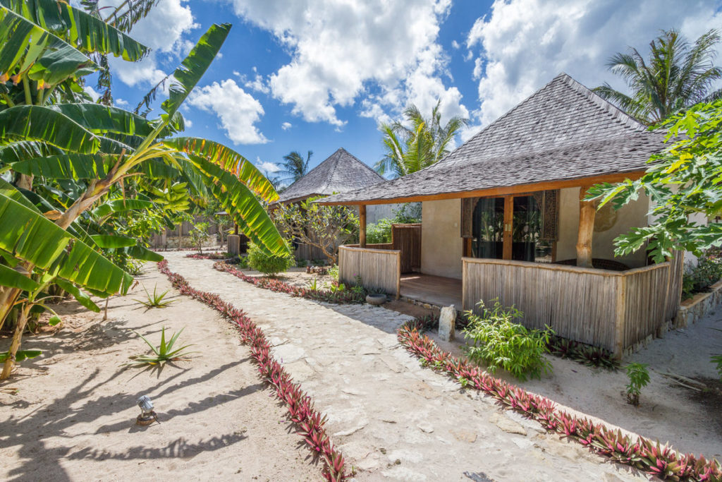 Family Bungalow with a private outdoor bathroom in a small excotic garden